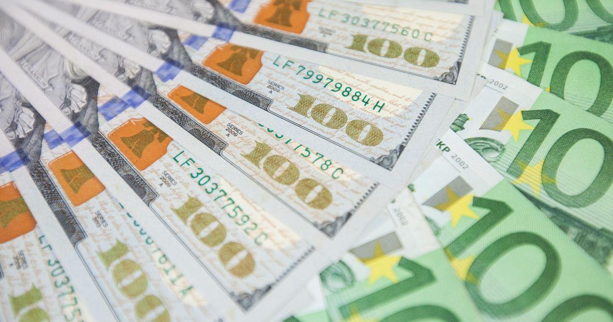 Курс валют на 22 лютого: скільки коштують долар і євро