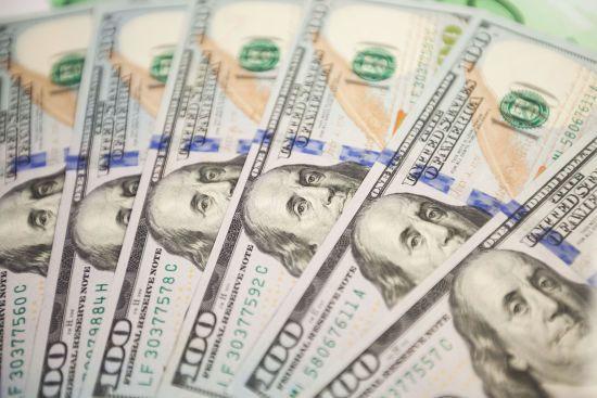 Долар знову перевалив за 25 гривень. Курси валют Нацбанку на п'ятницю та вихідні