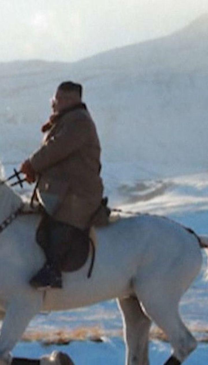 Кім Чен Ин на білому коні піднявся на священну гору КНДР - Пекту