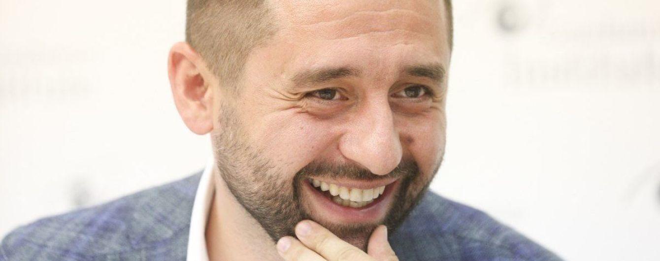 """Арахамия заявил, что передал в СБУ доказательства подкупа участников акций против """"капитуляции"""""""