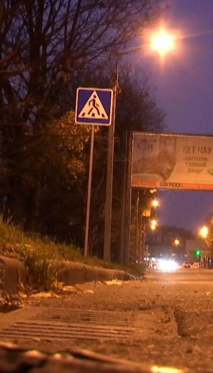 У Харкові автомобіль на пішохідному переході збив жінку з двома дітьми
