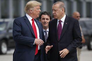 """Трамп призвал Эрдогана """"не быть дураком"""", арест фигуранта """"украинского скандала"""". Пять новостей, которые вы могли проспать"""