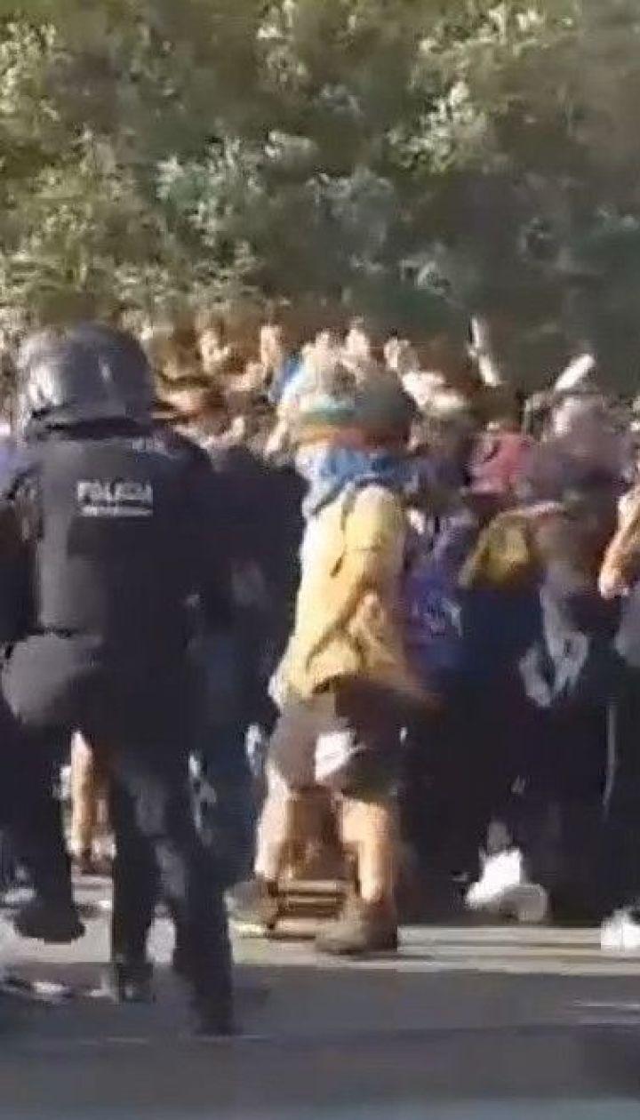 Масові протести в Каталонії: тисячі людей вирушили з міст іспанського регіону до Барселони