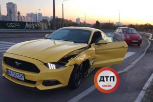 Спорткар Mustang попал в скоростную аварию в Киеве