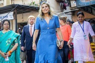В ярком луке и с морщинами: королева Максима посетила мероприятие в Мумбаи