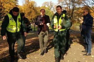 В Латвии на Зеленского с вопросами набросились россияне, которые выдавали себя за журналистов. Их задержали