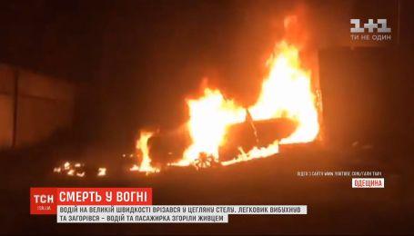 Два человека сгорели заживо в результате взрыва авто в Одесской области