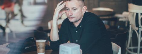 Один день с писателем Сергеем Жаданом. Рецепт от смерти, поклонницы и первый смартфон
