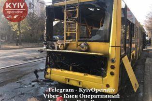 В Киеве во время перевозки пассажиров вспыхнул троллейбус
