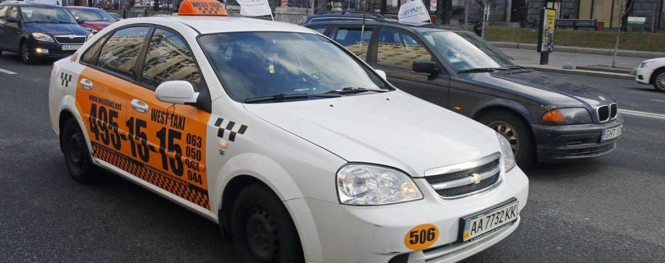 Конфликт из-за автокресла. Таксист снял разгневанного отца, которому он отказал в перевозке