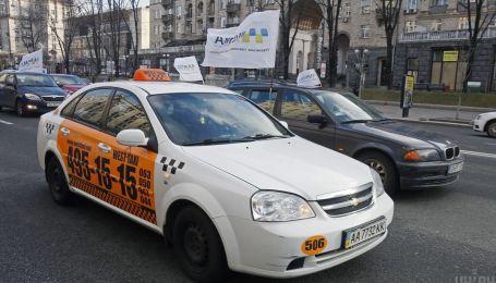 """В """"Слуге народа"""" рассказали, как заставить таксистов платить налоги"""