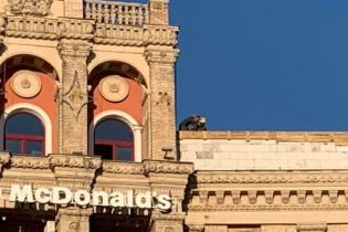 У Києві на Майдані розпочали демонтаж скандальної надбудови