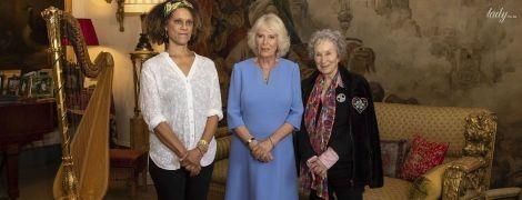 В голубом аутфите с небольшим вырезом на декольте: герцогиня Корнуольская на торжественном приеме