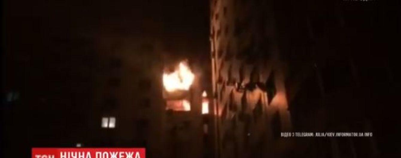 Одразу чотири квартири горіли у багатоповерхівці у Києві