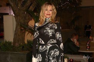 В красивом платье и разноцветных митенках: Мелани Гриффит на мероприятии