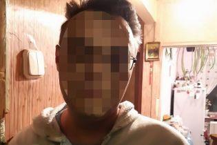 Киев держал в страхе маньяк-очкарик. Полиция задержала подозреваемого в нападениях