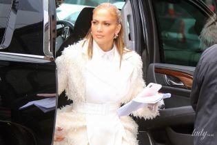 В одном носке и меховых тапочках: Дженнифер Лопес в Нью-Йорке