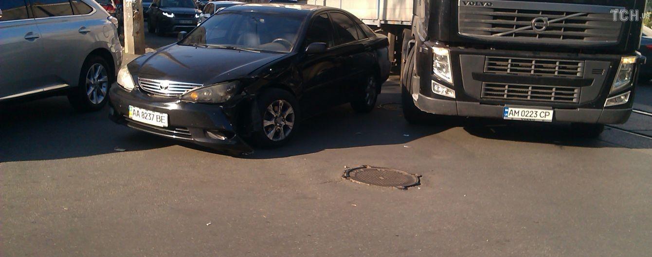 Авария на Подоле в Киеве заблокировала движение трамваев