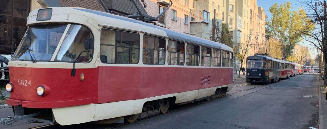 У Києві встановили нападників, які побили водія трамвая через зауваження про маски