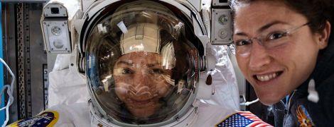 Впервые в истории в открытый космос вышла полностью женская экспедиция