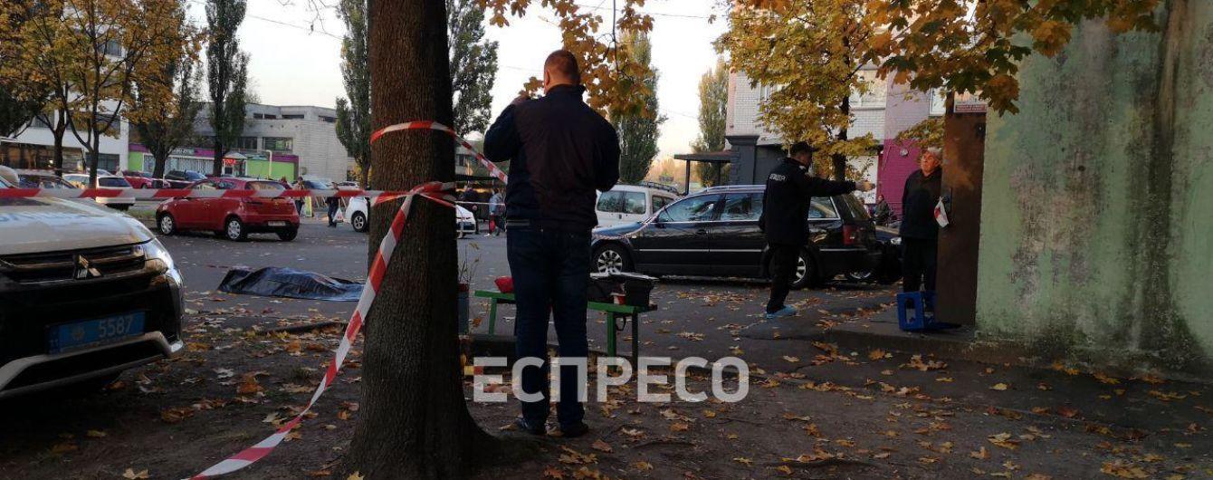 Резня в Киеве: убийца с ножом напал на двух мужчин в подъезде многоэтажки