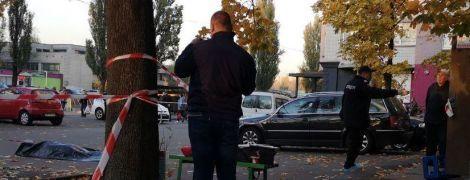 Різанина в Києві: вбивця з ножем напав на двох чоловіків у під'їзді багатоповерхівки