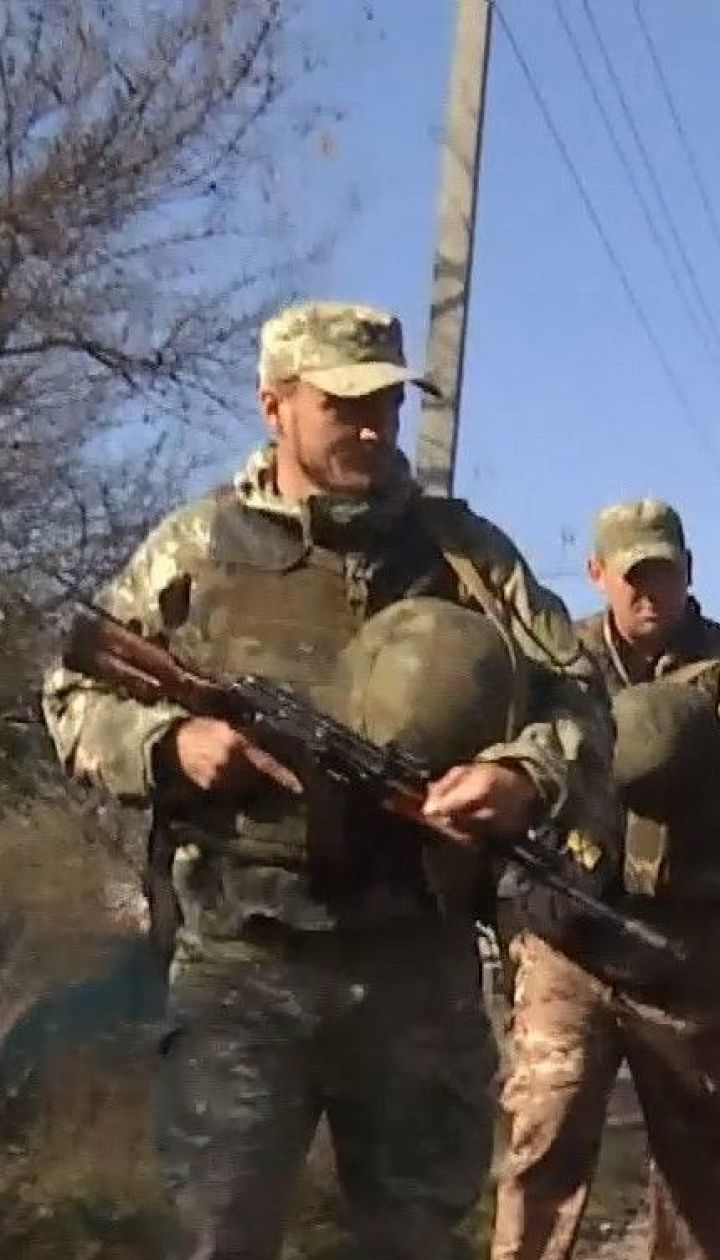 Українські поліцейські патрулюють вулиці у прифронтових Золотому-4 та Катеринівці
