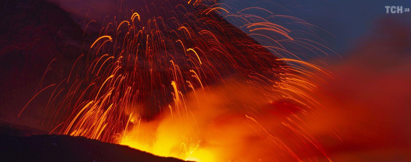 Италия закрывает небо над Сицилией из-за нового извержения Этны