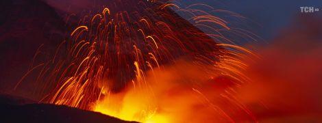 Італія закриває небо над Сицилією через нове виверження Етни