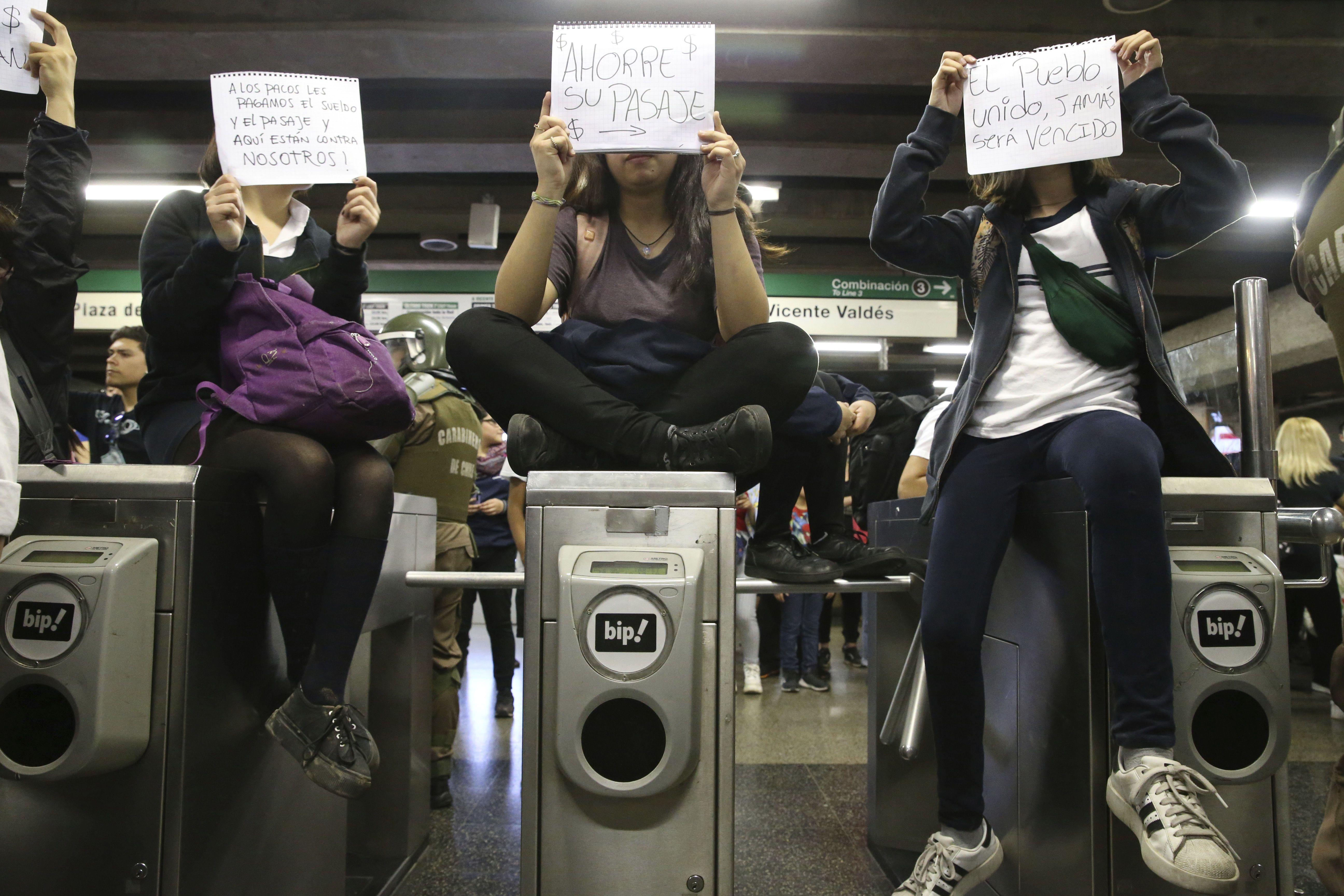 Чилі_протест_подорожчання_метро_1