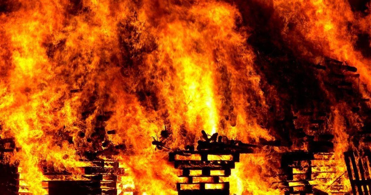 Полум'я і вибухи: у монастирі у Рівненській області рятувальники 5 годин гасили пожежу