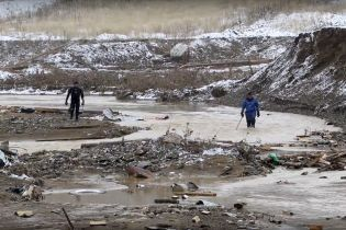 Количество жертв прорыва дамбы в российском Красноярске возросло до 15