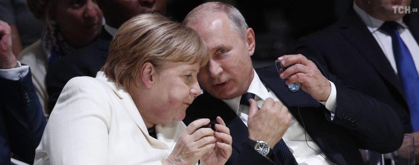 """У Кремлі повідомили про """"ґрунтовну"""" розмову Путіна з Меркель про Україну"""