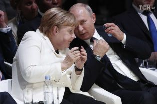 Меркель и Путин провели телефонный разговор. Обсуждали газовый вопрос