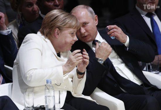 Меркель і Путін провели телефонну розмову. Обговорювали газове питання