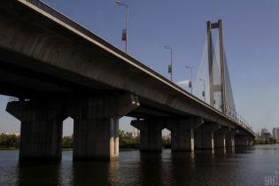 Селфи на высоте 130 метров. В Киеве подростки вылезли на Южный мост ради фото, полиция их задержала