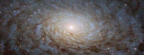 """NASA нашло в космосе """"портал в другое измерение"""". Фото галактики выглядит как спецэффект из научной фантастики"""