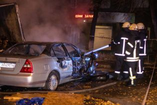 В центре Киева Cherry с девушкой-водителем протаранила грузовик и вспыхнула, пытаясь скрыться от полиции