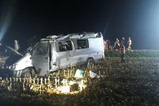 В Чехии микроавтобус с украинцами вылетел с дороги, пострадали 10 человек