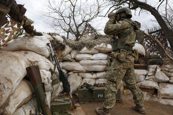 У штабі ООС розповіли про обстріли бойовиків на передовій та розведення сил у Золотому. Ситуація на Донбасі
