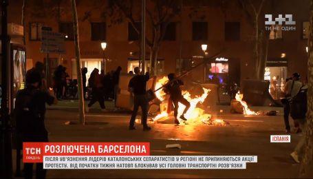 Коктейли Молотова и сожженные авто: в Барселоне не прекращаются массовые протесты