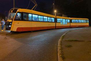 В Одессе испытали самый длинный в Украине 31-метровый трамвай