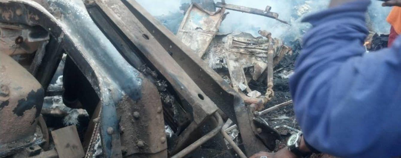 В ДР Конго автобус вылетел с дороги и загорелся: погибли 30 человек