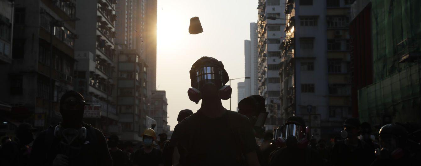 Протесты в Гонконге: полиция гасит студентов слезоточивым газом