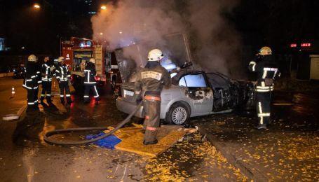 В Киеве произошло три серьезные автопожары за сутки. Что сгорело