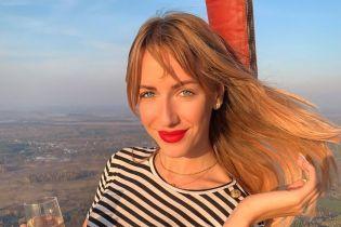 Нікітюк відсвяткувала 32-річчя танцем на столі та поцілунком з Поляковою