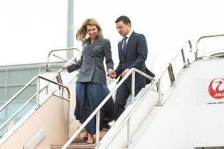В длинной юбке и с букетом цветов: Елена Зеленская с мужем приехала в Японию