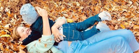 Екатерина Осадчая повалялась в листьях с двухлетним сыном