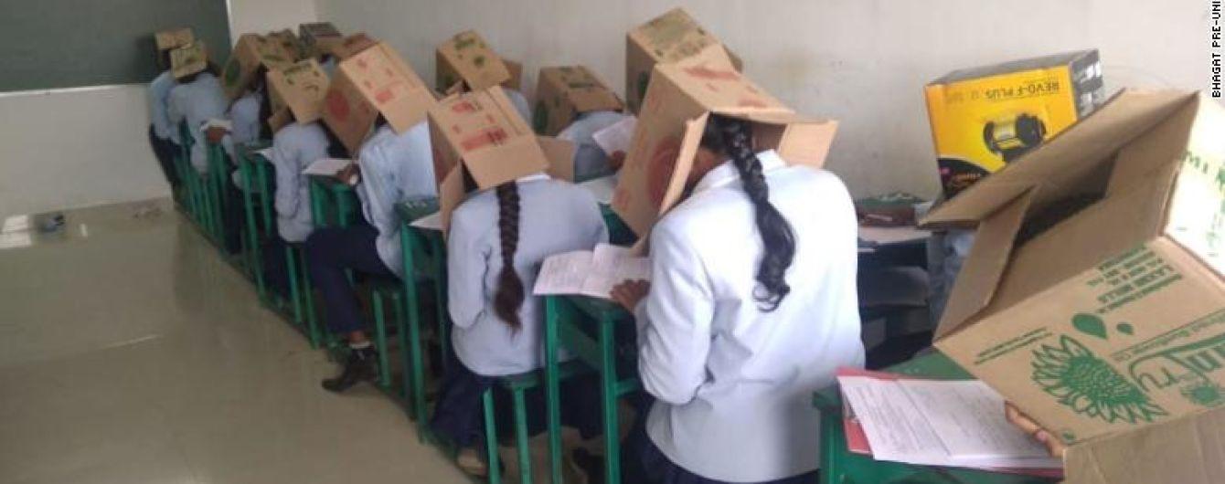 Мережу обурило вірусне фото індійських студентів із коробками на голові