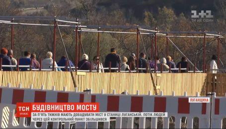 Поток людей через КПВВ в Станице Луганской значительно увеличился